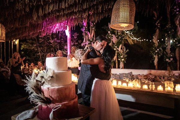 Bohemian καλοκαιρινός γάμος στην όμορφη Κύθνο με pampas grass και λευκά άνθη | Ανδριάνα & Αλέξανδρος