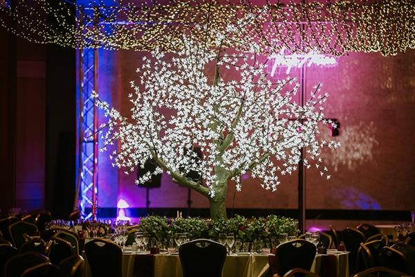 glamorous-wedding-inspiration-stunning-lighting-ideas_14