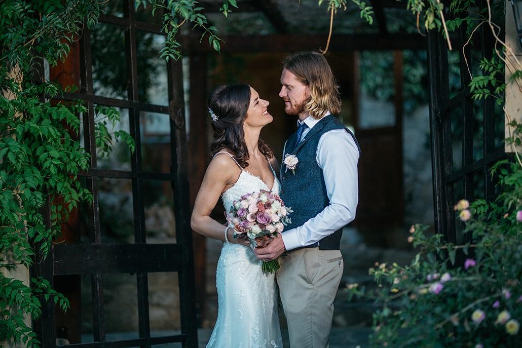 Ρομαντικός ρουστίκ γάμος στην Κύπρο