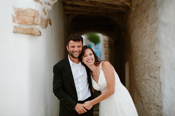 Ρομαντικός καλοκαιρινός γάμος με γαλάζιες πινελιές και φόντο τη μαγευτική θέα της Φολέγανδρου | Νίκη & Φίλιππος