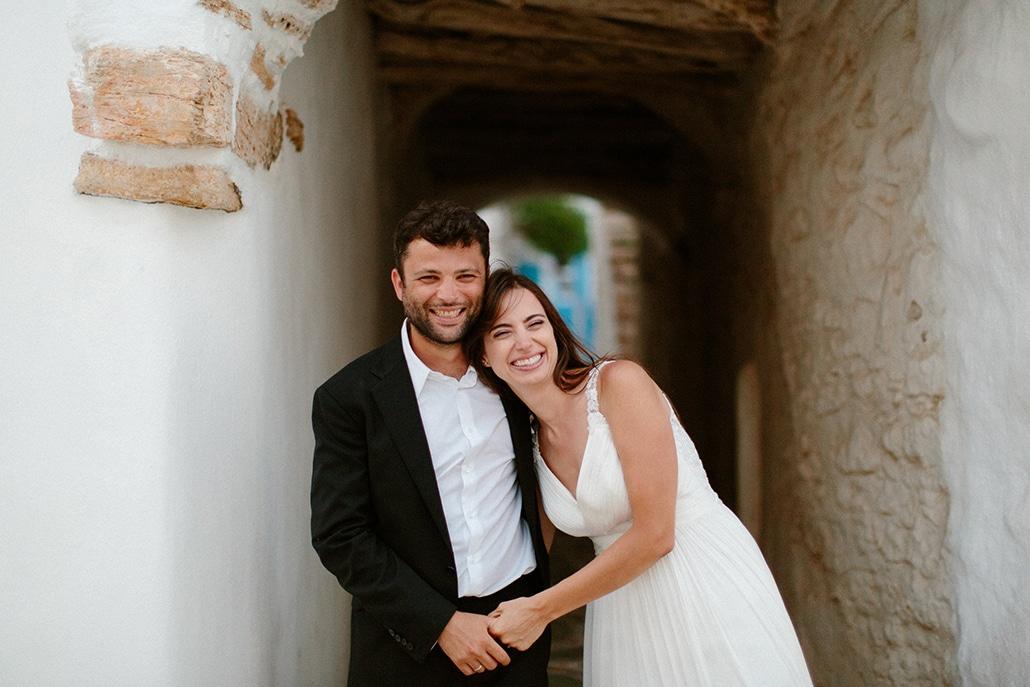 Ρομαντικός καλοκαιρινός γάμος με γαλάζιες πινελιές και φόντο τη μαγευτική θέα της Φολέγανδρου   Νίκη & Φίλιππος
