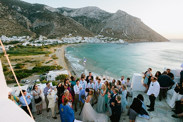 rustic-beach-wedding-sifnos-blue-green-accents_02