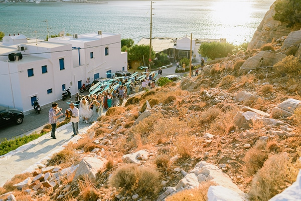 rustic-beach-wedding-sifnos-blue-green-accents_29