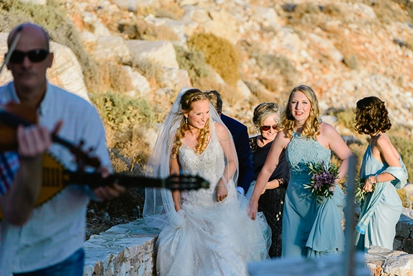 rustic-beach-wedding-sifnos-blue-green-accents_30