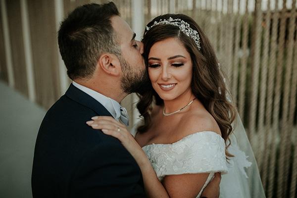 Rustic καλοκαιρινος γαμος στην Λευκωσια με string lights και λουλουδια σε εντονα χρωματα | Joy & Pierre