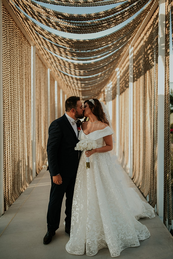 rustic-wedding-nicosia-string-lights-vivid-colors_05