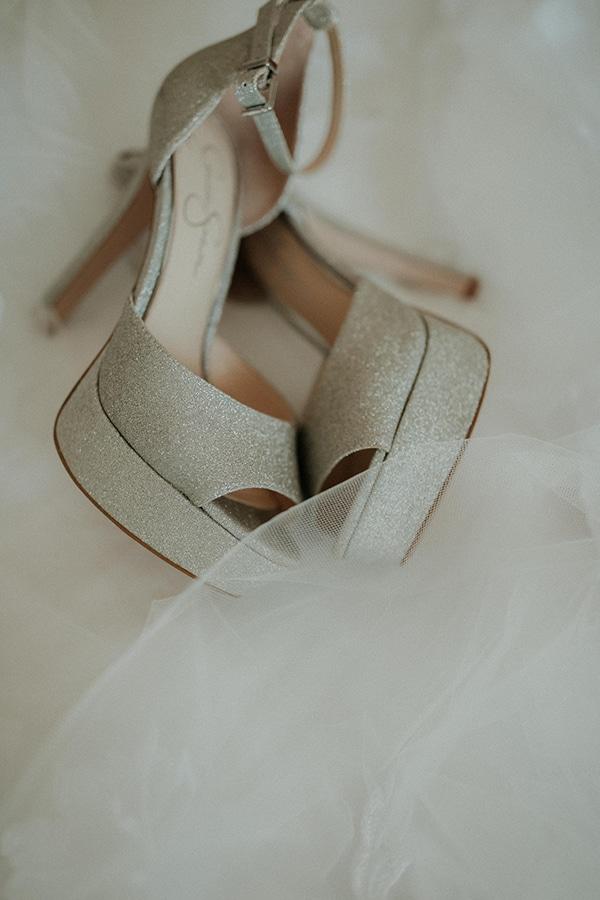 rustic-wedding-nicosia-string-lights-vivid-colors_07