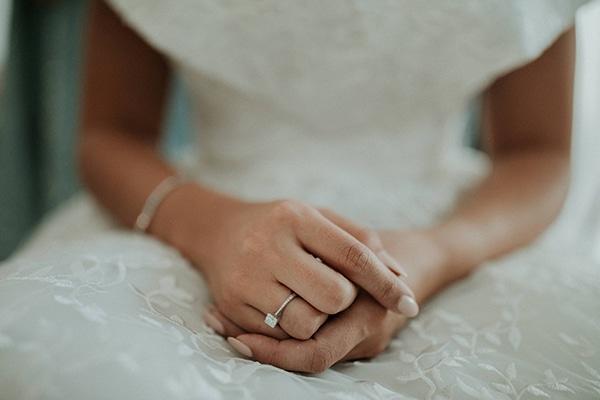 rustic-wedding-nicosia-string-lights-vivid-colors_10