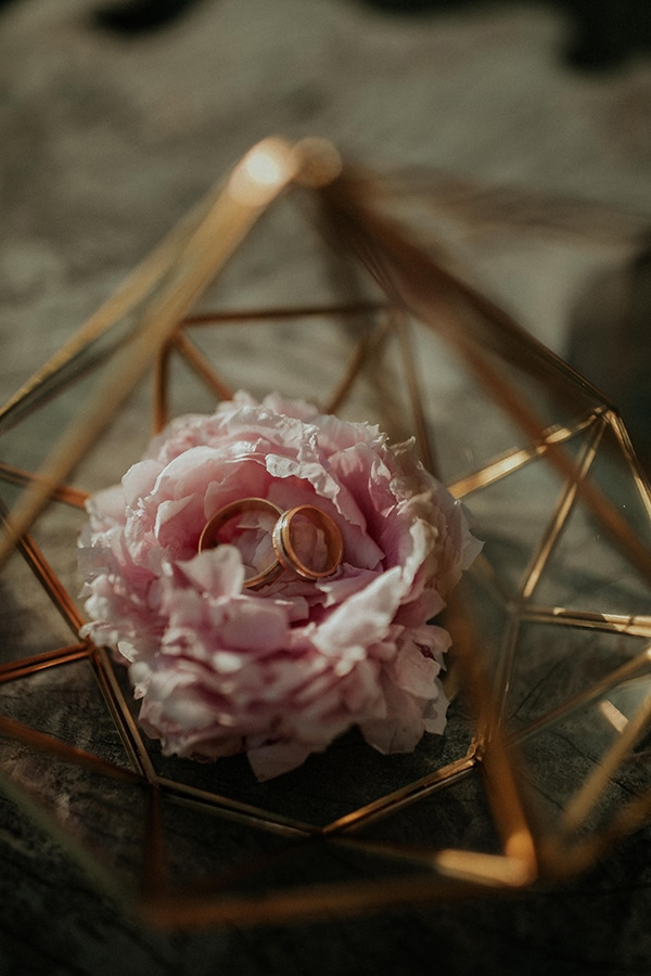 rustic-wedding-nicosia-string-lights-vivid-colors_19