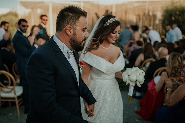 rustic-wedding-nicosia-string-lights-vivid-colors_37