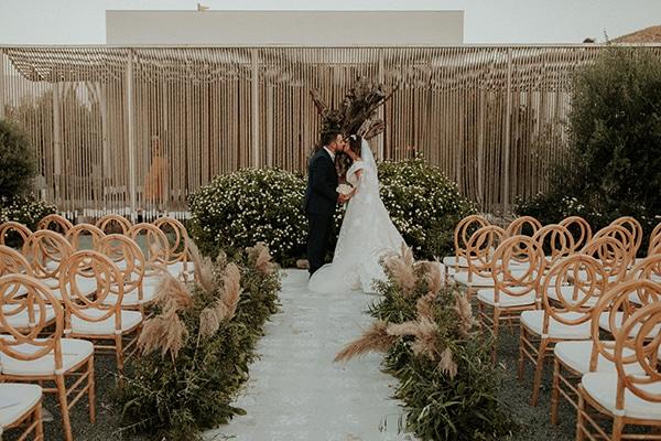 rustic-wedding-nicosia-string-lights-vivid-colors_42