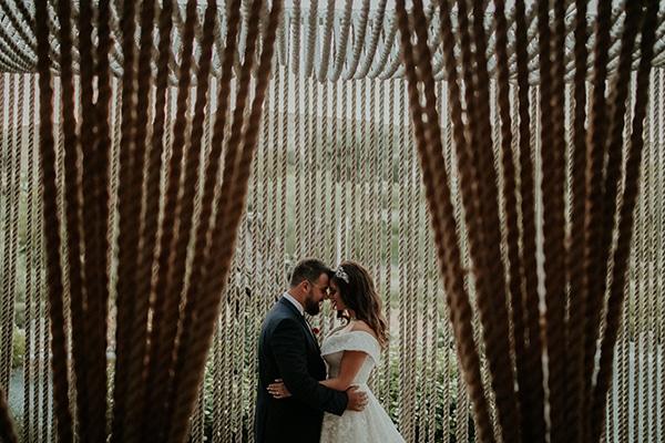rustic-wedding-nicosia-string-lights-vivid-colors_44