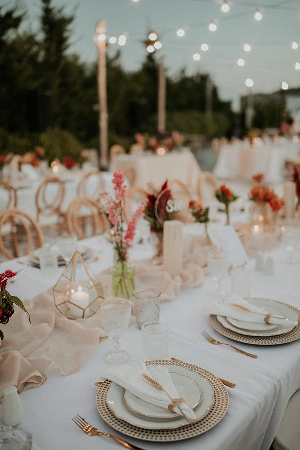 rustic-wedding-nicosia-string-lights-vivid-colors_53