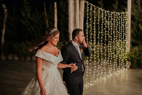 rustic-wedding-nicosia-string-lights-vivid-colors_55