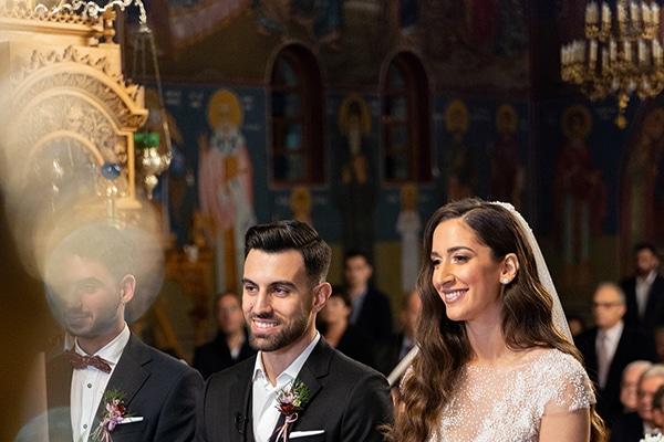 Ρομαντικός χειμωνιάτικος γάμος στην Αθήνα σε μπορντό αποχρώσεις | Ελευθερία & Σπύρος