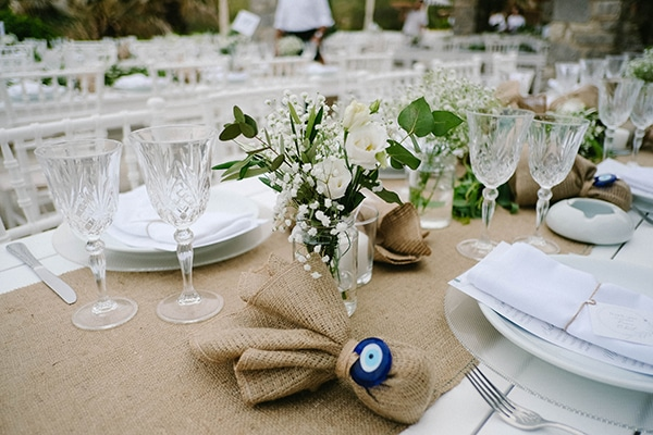 beautiful-summer-island-wedding-decoration-ideas-burlap-white-flowers_02