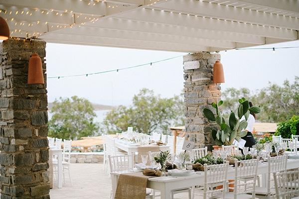 beautiful-summer-island-wedding-decoration-ideas-burlap-white-flowers_06