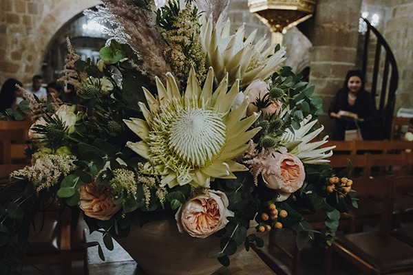bohemian-fall-wedding-nicosia-pampas-grass-protea_19x