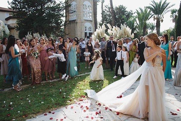 bohemian-fall-wedding-nicosia-pampas-grass-protea_28