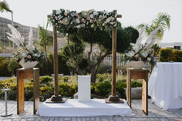 bohemian-fall-wedding-nicosia-pampas-grass-protea_29