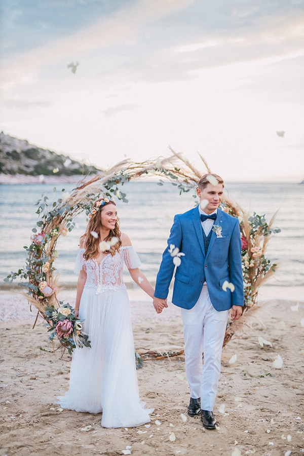 dreamy-bohemian-styled-shoot-athenian-riviera-sea-view_10x