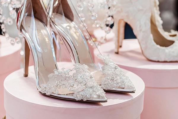 Παραμυθένια νυφικά παπούτσια για την πιο λαμπερή νυφική εμφάνιση