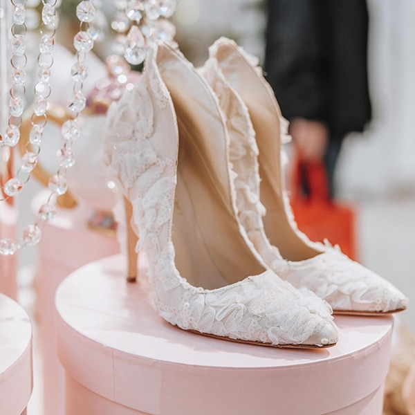 dreamy-bridal-shoes-glamorous-bridal-look_01x