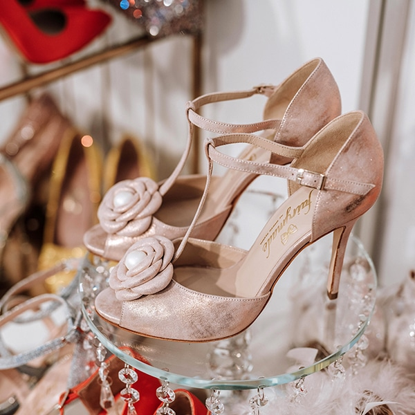 dreamy-bridal-shoes-glamorous-bridal-look_05