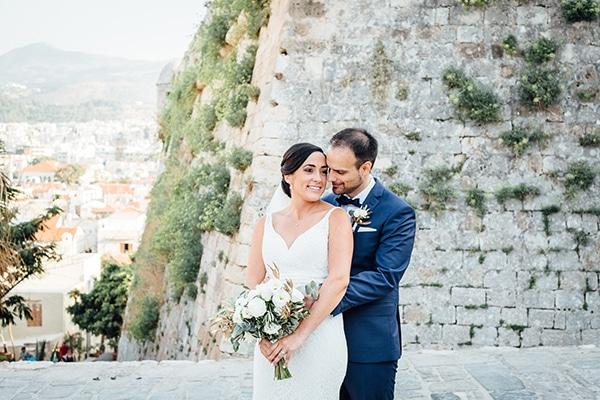 Ονειρεμένος υπαίθριος γάμος στην Κρήτη με μαγευτική θέα | Stacey & James