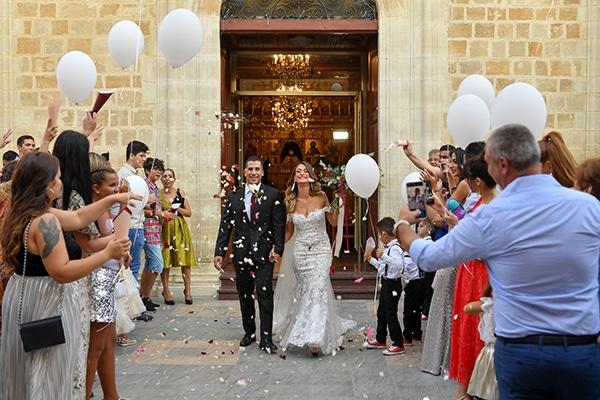 Elegant φθινοπωρινος γαμος στη Λευκωσια με πανεμορφο ανθοστολισμο σε μπορντο