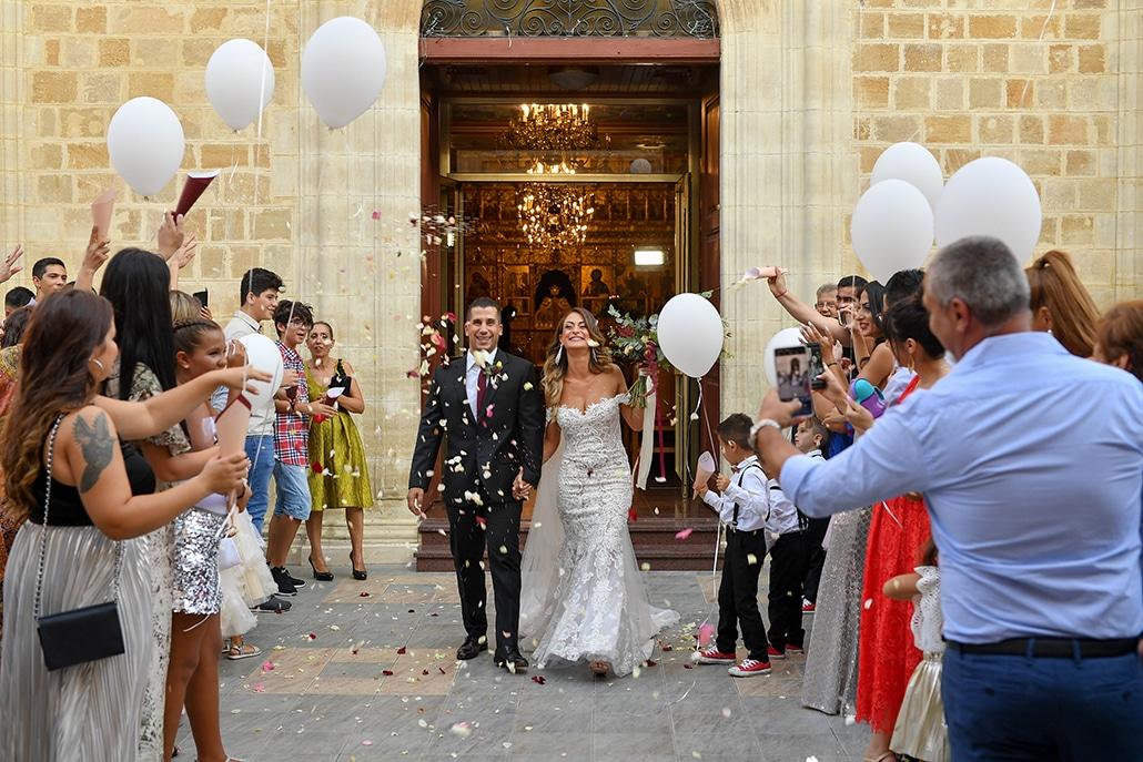 Elegant φθινοπωρινός γάμος στη Λευκωσία με πανέμορφο ανθοστολισμό σε μπορντό