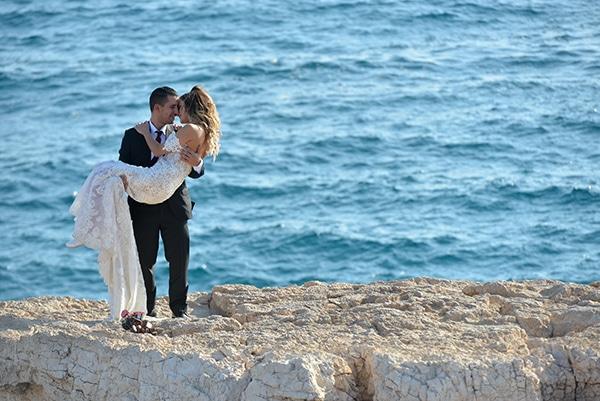 elegant-autumn-wedding-nicosia-beautiful-floral-design-burgundy-pastel-white-hues_00