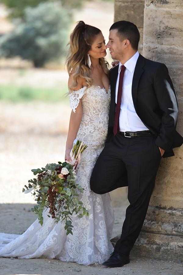elegant-autumn-wedding-nicosia-beautiful-floral-design-burgundy-pastel-white-hues_01