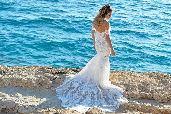 elegant-autumn-wedding-nicosia-beautiful-floral-design-burgundy-pastel-white-hues_02