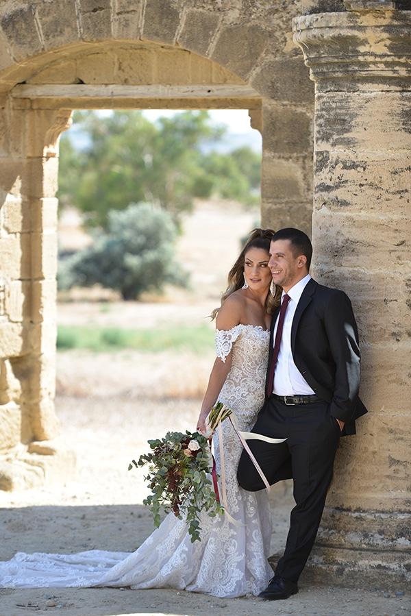elegant-autumn-wedding-nicosia-beautiful-floral-design-burgundy-pastel-white-hues_02x