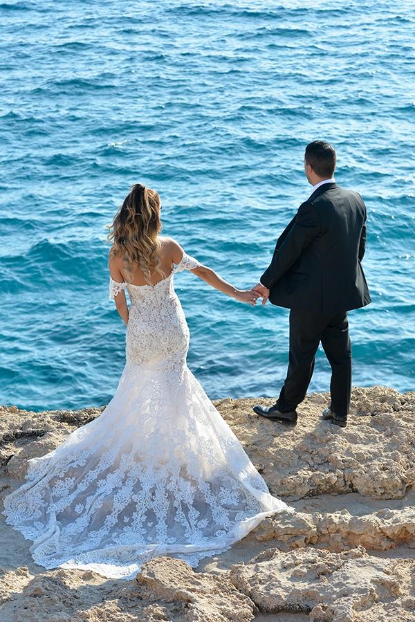 elegant-autumn-wedding-nicosia-beautiful-floral-design-burgundy-pastel-white-hues_03