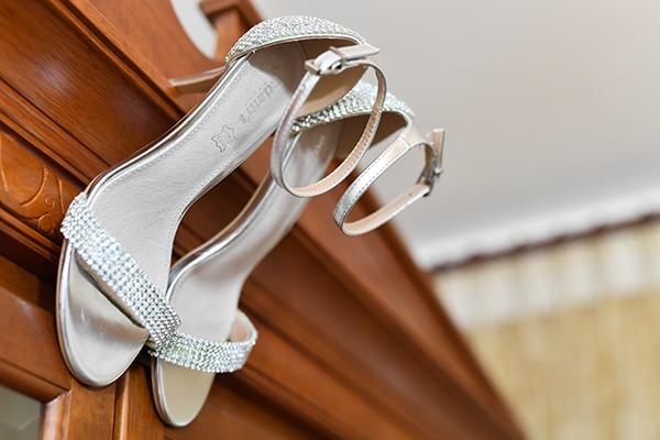 elegant-autumn-wedding-nicosia-beautiful-floral-design-burgundy-pastel-white-hues_04
