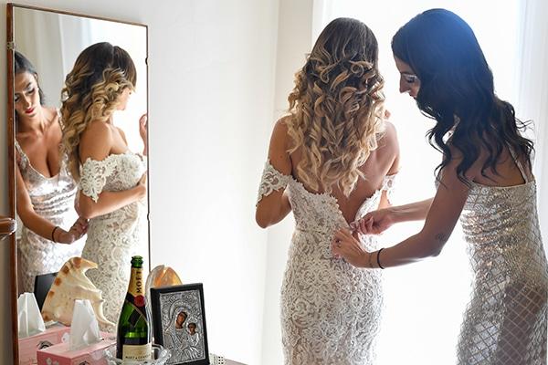 elegant-autumn-wedding-nicosia-beautiful-floral-design-burgundy-pastel-white-hues_08