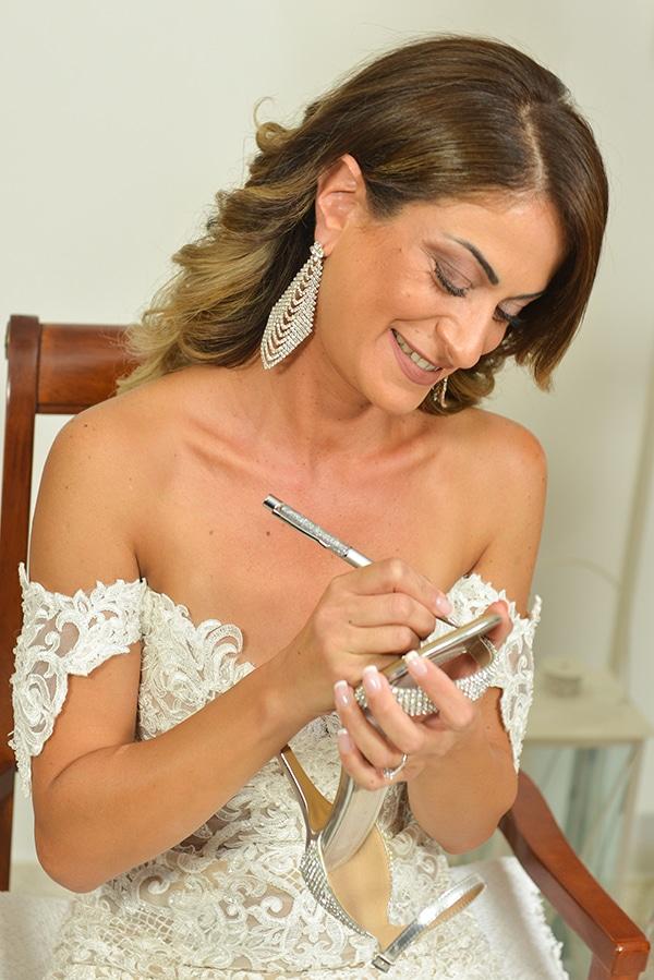 elegant-autumn-wedding-nicosia-beautiful-floral-design-burgundy-pastel-white-hues_10