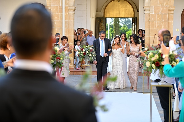 elegant-autumn-wedding-nicosia-beautiful-floral-design-burgundy-pastel-white-hues_18