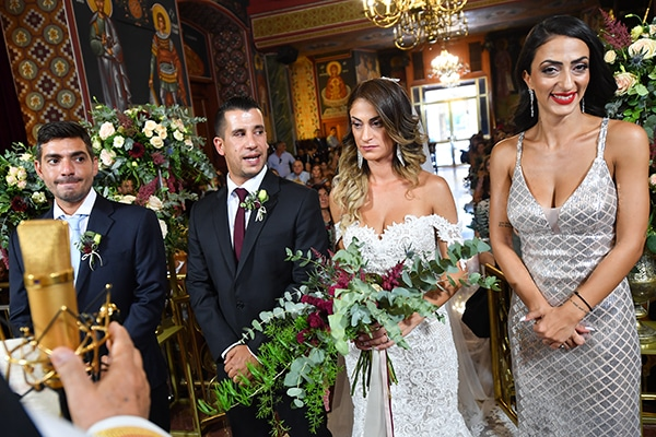 elegant-autumn-wedding-nicosia-beautiful-floral-design-burgundy-pastel-white-hues_19