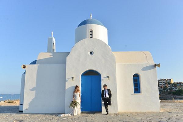 elegant-autumn-wedding-nicosia-beautiful-floral-design-burgundy-pastel-white-hues_29
