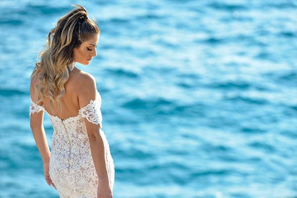 elegant-autumn-wedding-nicosia-beautiful-floral-design-burgundy-pastel-white-hues_30