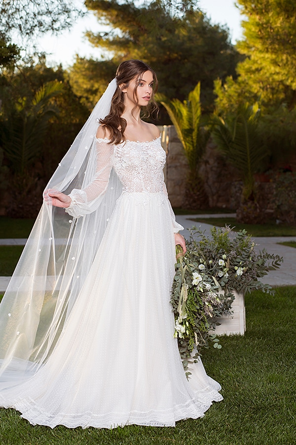 flowy-wedding-dresses-most-romantic-bridal-look_01x