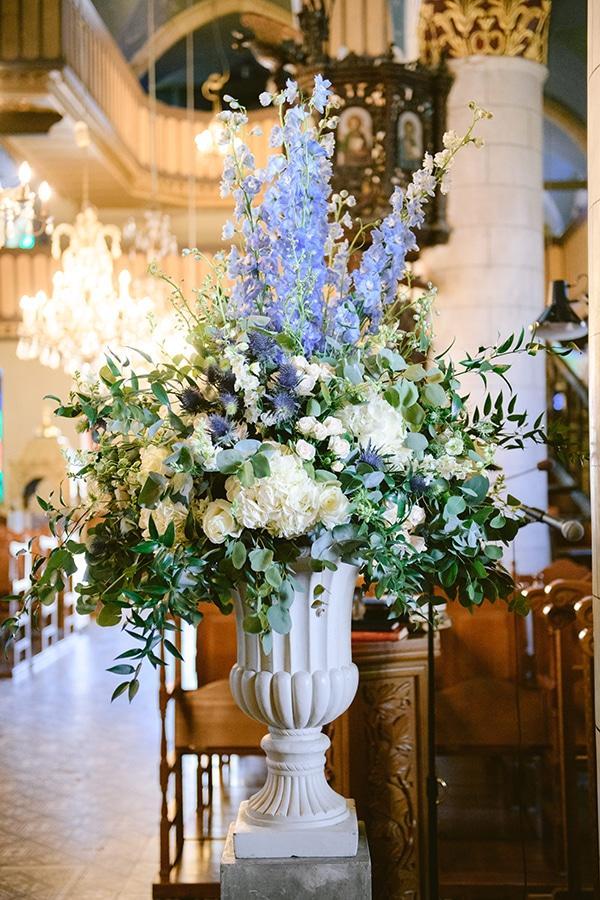Εντυπωσιακή ανθοστήλη με λουλούδια