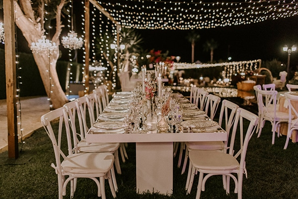 luxurious-fall-wedding-larnaca-crystal-chandeliers-fairy-lights_28