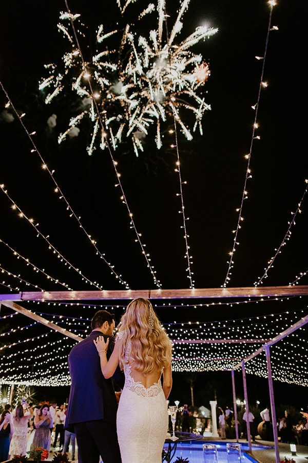 luxurious-fall-wedding-larnaca-crystal-chandeliers-fairy-lights_40
