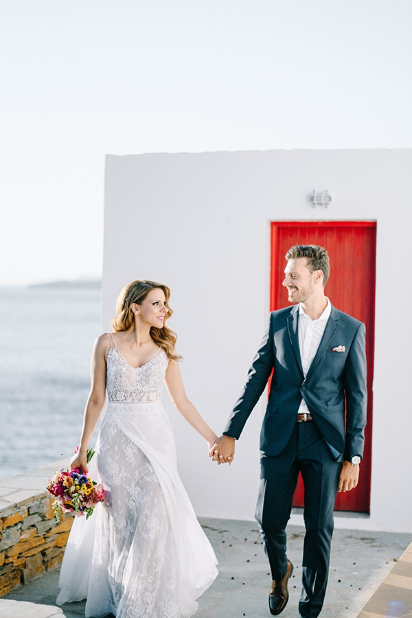 montern-summer-wedding-kythnos-vivid-colors_01x