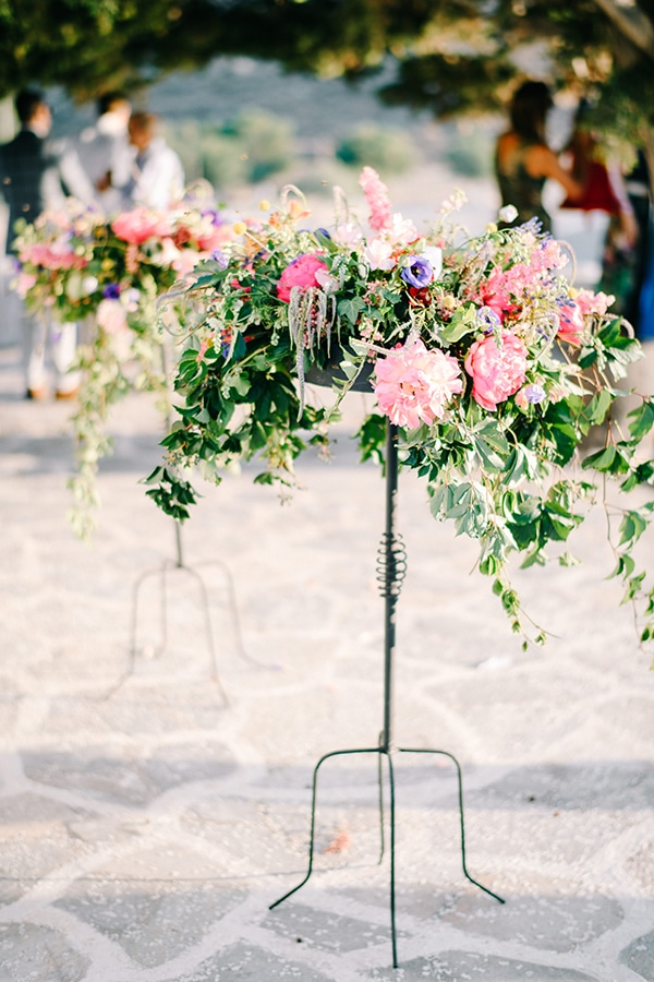 montern-summer-wedding-kythnos-vivid-colors_06z