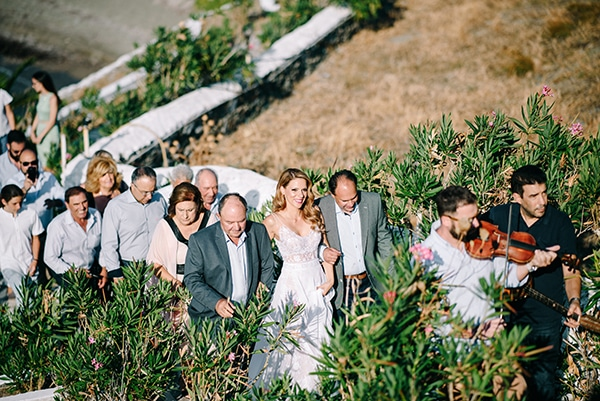 montern-summer-wedding-kythnos-vivid-colors_08